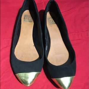 Black and gold pointed toe flats